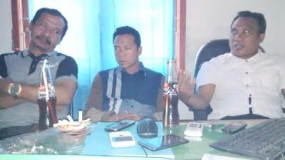 Jajaran Panwaslu Kabupaten Bima saat memberikan keterangan pers. Foto: Bin