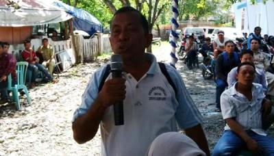 M. Tayeb Usman saat menyampaikan aspirasinya di Reses Anggota DPRD Kota Bima di Pasar Penaraga. Foto: Bin