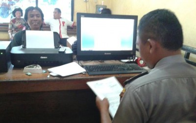 Syafrudin saat melapor Walikota Bima. Foto: Teta
