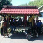 Warga Ditangkap Polisi, Keluarga Blokir Jalan