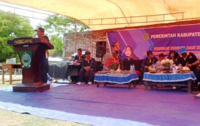 Bupati Bima saat memberikan arahan pada BBGRM di Kecamatan Lambu. Foto: Hum