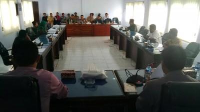 Hearing dan dengan pendapat kepolisian di ruang rapat DPRD Kota Bima. Foto: Bin