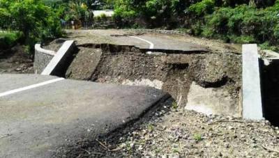 Jembatan Desa Sowa roboh. Foto: Teta