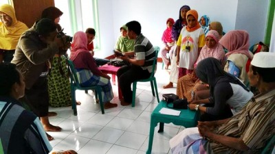 Pengobatan gratis di Lingkungan Busu. Foto: Bin