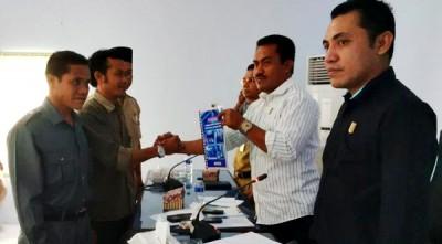 Penyerahan dokumen rencana pemekaran Kelurahan Jatibaru. Foto: Bin