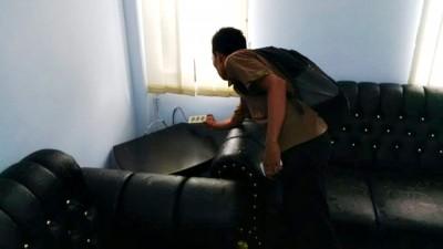 TV yang disimpan di dekat jendela ruang Pimpinan DPRD Kota Bima, dicuri. Foto: Bin