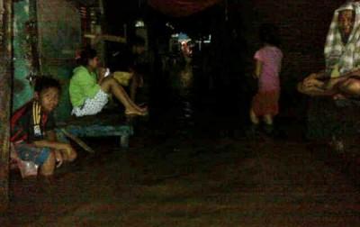 Warga Lingkungan Sigi Kelurahan paruga saat dikepung banjir. Foto: Erde