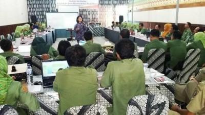 AIPD dan LPPM-UB Malang saat melakukan pendampingan kepada 45 peserta yang berasal dari SKPD. Foto: Hum