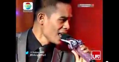 Ady Bima saat tampil di Dangdut Academy 2 Indosiar