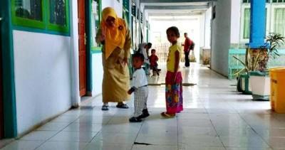 Anak yang dibawa serta orang tuanya di PKM Asakota