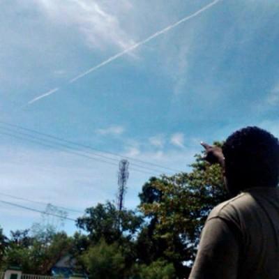Asap Pesawat Sukhoi yang terbang di wilayah Bima. Foto: Teta