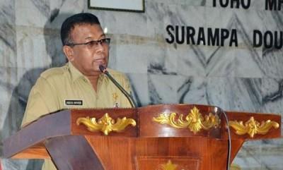 Asisten I Drs. Abdul Wahab saat menyampaikan tanggapan saat Paripurna  enam Raperda yang diajukan  Pemkab Bima ke DPRD Kabupaten Bima. Foto: Hum