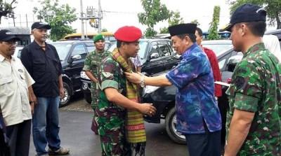 Bupati Bima saat menerima kedatangan tim ekspedisi NKRI. Foto: Hum