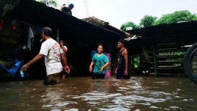 Salah satu rumah warga yang terendam banjir. Foto: Bin