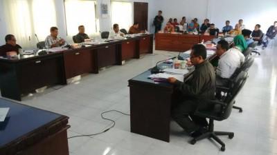 Suasana Rapat Pansus tiga Raperda yang diajukan Eksekutif di  Ruang rapat DPRD Kota Bima. Foto: Bin