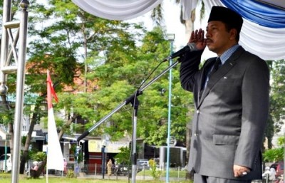 Walikota Bima HM. Qurais H. Abidin memimpin apel ekspedisi NKRI Koridor Nusa Tenggara di Lapangan Serasuba. Foto: Hum
