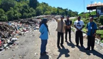 Wawali Kota Bima saat meninjau lokasi TPA sampah. Foto: Hum
