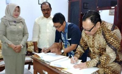 Bank BPR Pesisir Akbar Bima bersama Kejari raba Bima saat teken MoU. Foto: Teta