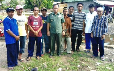 Brigjen H. Hidayat Saleh S.Ip bersama dengan masyarakat.