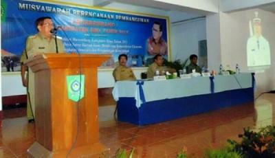 Bupati Bima saat memberikan arahan pada Musrenbang tingkat Kabupaten Bima Tahun Anggaran 2015. Foto: Hum