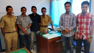 Empat bekas karyawan BRI Cabang Bima bersama pihak Dinsosnakertrans. Foto: Bin