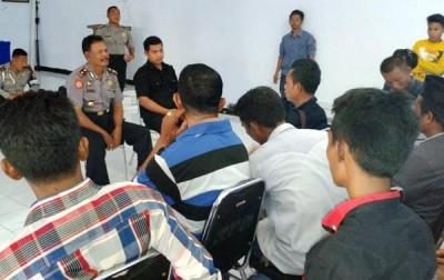 Front Masyarakat Hukum (FMH) saat audiensi dengan Polisi. Foto: Teta