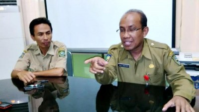 Kepala RSUD Bima drg. H. Ihsan MPH didampingi Kasubag Program M. Isnaini, ST. MPH. Foto: Bin