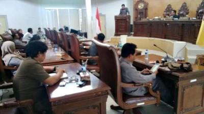 Penyampain Catatan dan Rekomendasi hasil kerja Pansus DPRD Kota Bima terhadap LKPJ Walikota Bima. Foto: Bin