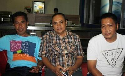 Ruslan, Eli Wijayanto dan Suriyah saat memberikan keterangan Pers di Hotel Marina. Foto: Bin