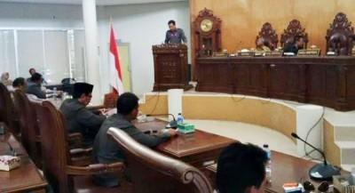 Suasana penyampain Catatan dan Rekomendasi hasil kerja Pansus DPRD Kota Bima terhadap LKPJ Walikota Bima. Foto: Bin