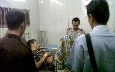 Tuju saat dirawat di RSUD Bima dan dijaga Polisi. Foto: Teta