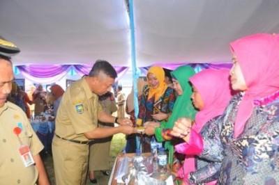 Wakil Walikota Bima saat menghadiri kegiatan lomba jajan sehat. Foto: Hum