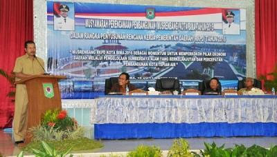 Walikota Bima saat membuka  Musrenbang Tingkat Kota Bima Tahun 2015. Foto: Hum