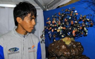 Batu Akik Tambora yang dikunjungi warga Kota Bima. Foto: Bin