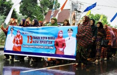 Darma Wanita Persatuan Kota Bima mengenakan hijab tradisional atau yang biasa  dikenal Rimpu. Foto: Bin