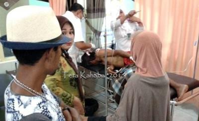 Kades Kowa saat mendapat perawatan di RSUD Bima. Foto: Teta