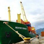 Kapal Mentari Perkasa Foy III Bersandar di Pelabuhan Bima