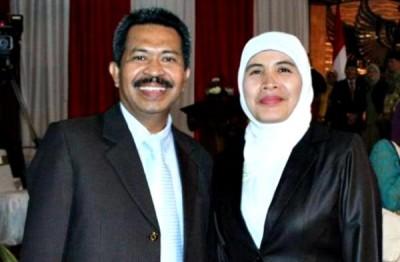 Misfalah SPd bersama suami