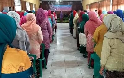 Peringatan HUT Kartini Ke-136 tingkat Kabupaten Bima di aula Kantor Bupati Bima. Foto: Hum