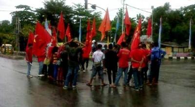 Peringati May Day, PRD dan LMD turun kejalan. Foto: Erde