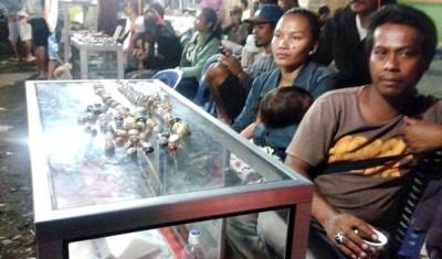 Peserta pameran batu akik di Kelurahan Sarae. Foto: Teta
