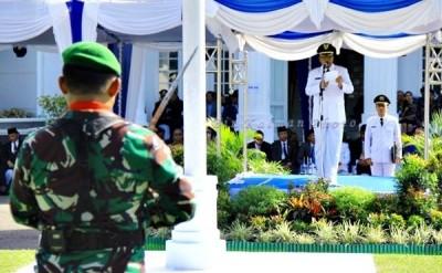 Walikota Bima HM. Qurais H. Abidin saat memberikan sambutan pada upacara HUT Kota Bima ke 13. Foto: Bin