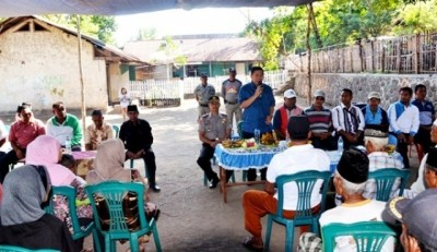 Bupati Bima silaturahim dengan warga Desa Kole Kecamatan Ambalawi. Foto: Hum