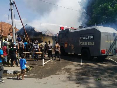 Mobil Barakuda saat padamkan api. Foto: Bin