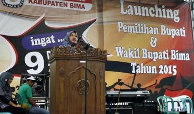 Ketua KPU Kabupaten Bima saat memberikan sambutan  Lounching Pemilihan Bupati dan Wakil Bupati Bima Tahun 2015. Foto: Bin