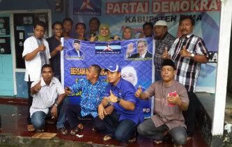Misfalah SPd dan pengurus DPC dan DPAC Partai Demokrat foto bersama. Foto: Bin