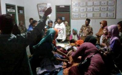 Warga yang keracunan saat dirawat. Foto: Teta