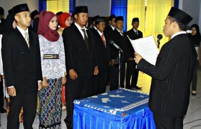 Anggota Panwascam Kabupaten Bima saat diambil sumpah dan dilantik. Foto: Bin