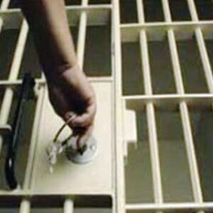 Kasus Baju BBGRM, RD Ditahan, YS Lolos Jeratan Hukum