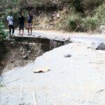 Jalan Lintas Sape Rusak Parah dan Berbahaya